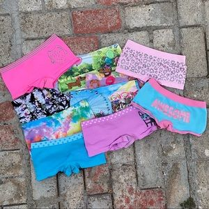 Girl's Underwear Bundle (Size S - 6/7)